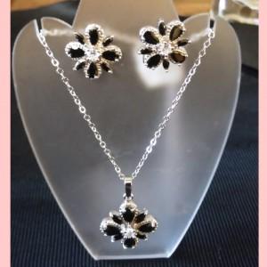 Juego de cristales negros - Modelo flor de acero quirúrgico plateado