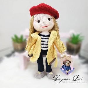 Muñeca Gabardina Amarilla - Amigurumi Crochet